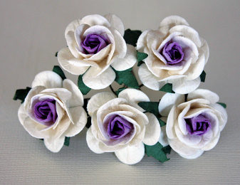 5st Mulberry Roses ca 25mm WHITE WITH LIGHT VIOLET