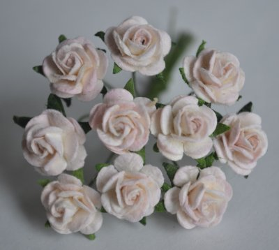 10 st small paper roses 2 tone white pink mm 10mm blommor och blad a6349dffb2662